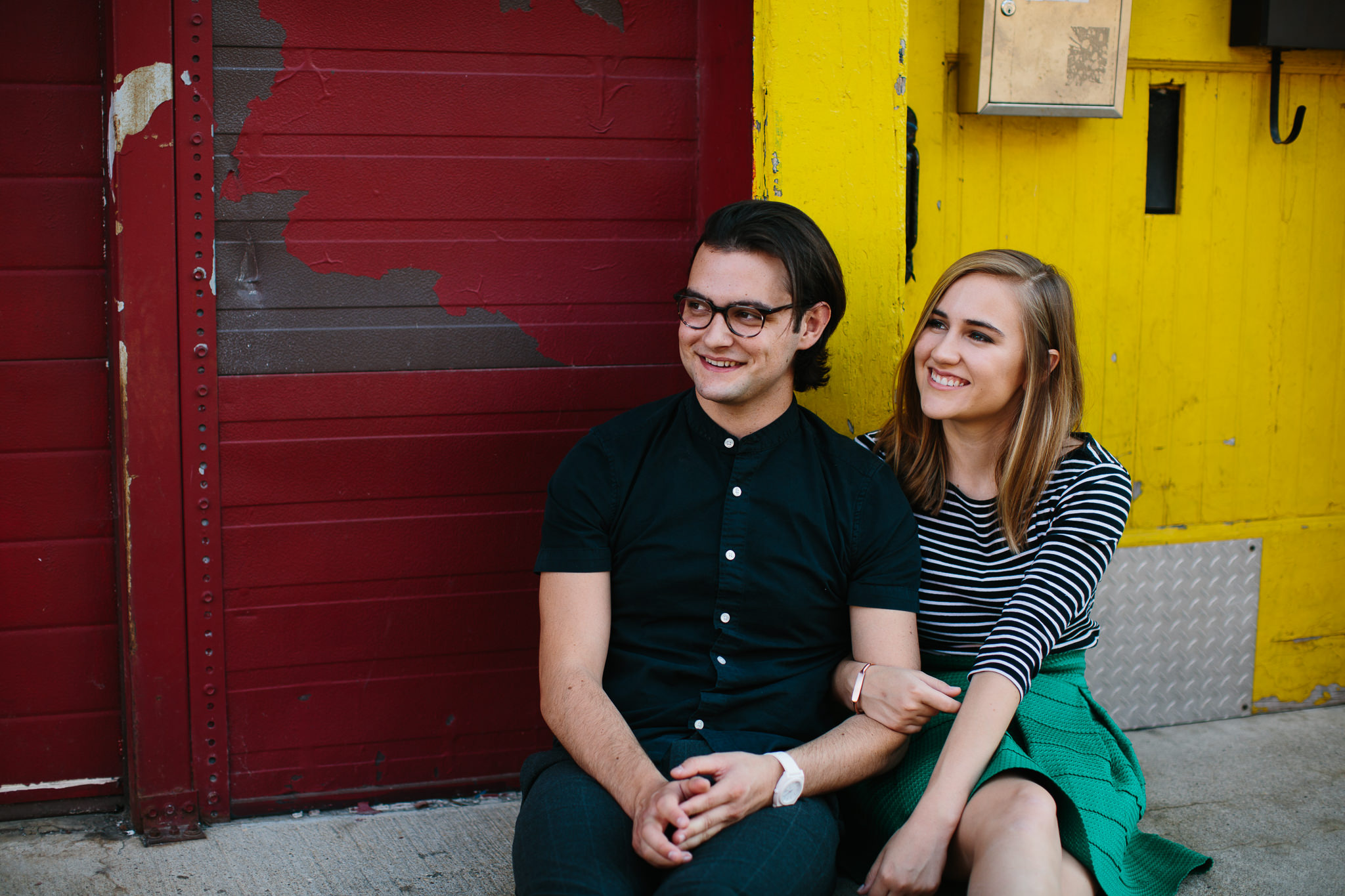 Engagement photos in the streets of Chicago